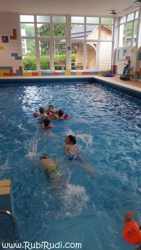 rojstni dan v bazenu