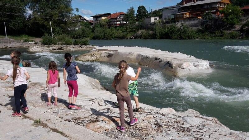 poletno varstvo ob vodi