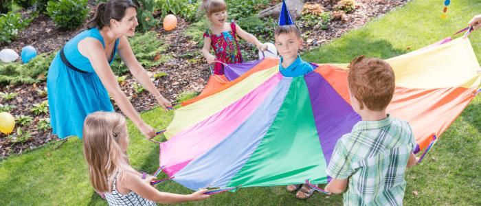 Nudimo poletno delo – animator otrok!
