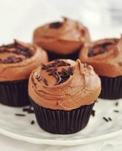 mini tortica s temno cokolado