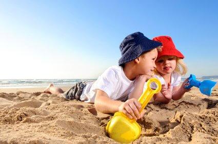 Kako zaščititi otroka med zabavo pred soncem?